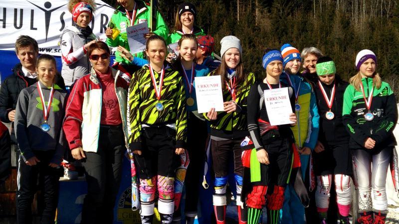 Slika: Gimnazijke koroške prvakinje v smučanju