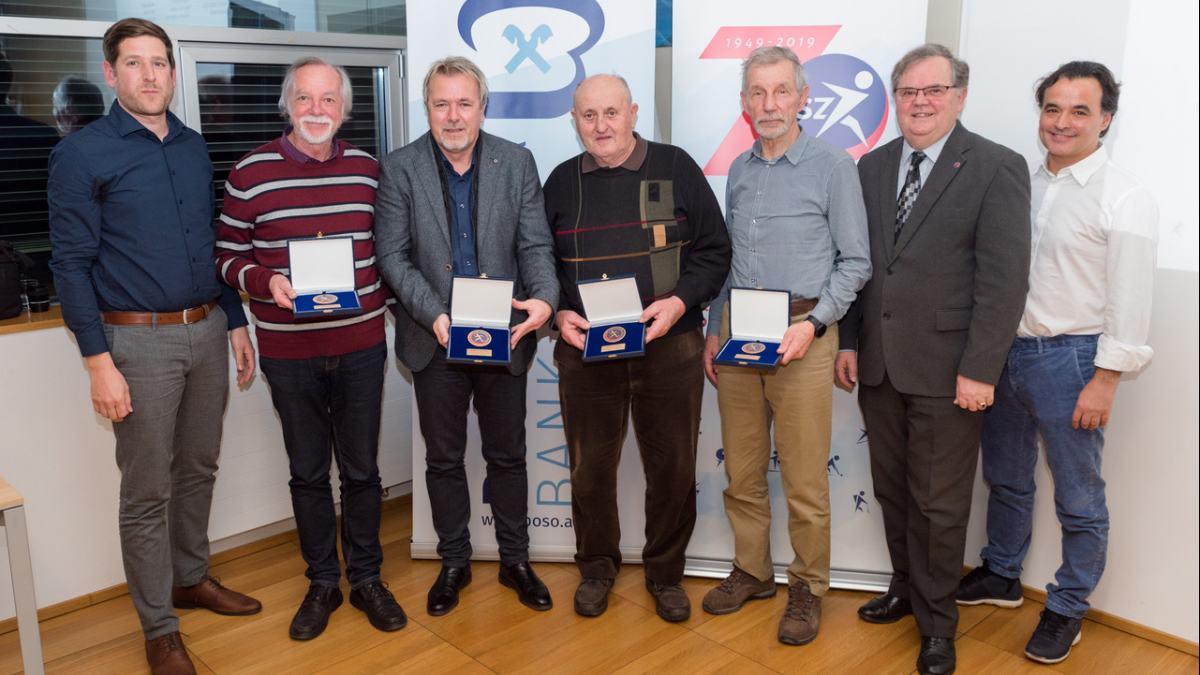 Bild: Das Präsidium des Slowenischen Sportverbandes/Slovenska športna zveze mit den Ehrenmitgliedern Ivan Lukan, Franc Wiegele und Anton Malle.