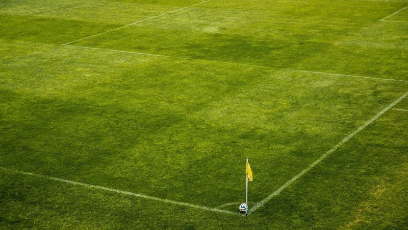 Slika: Nogometni trening z razmakom
